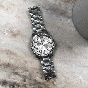 CLASSIC SILVER-TONE ROUND WATCH